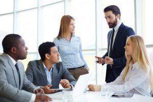 چگونه رفتار دیگران را تحلیل کنیم؟ ارتباط چشمی