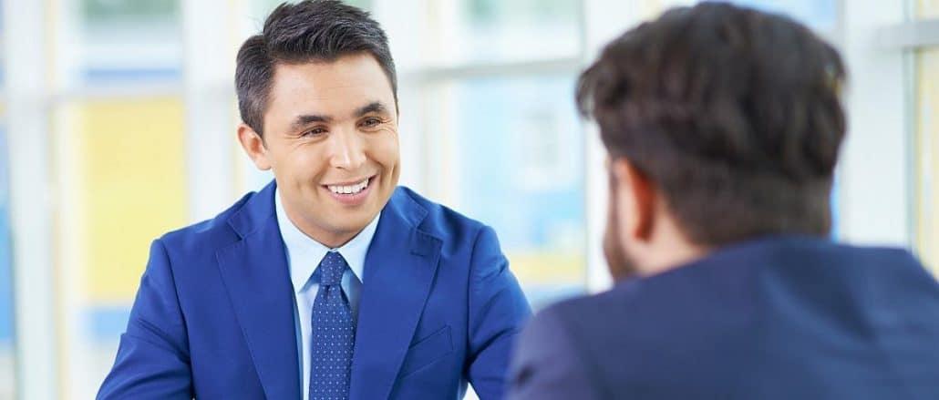 نقش لبخند در مصاحبه